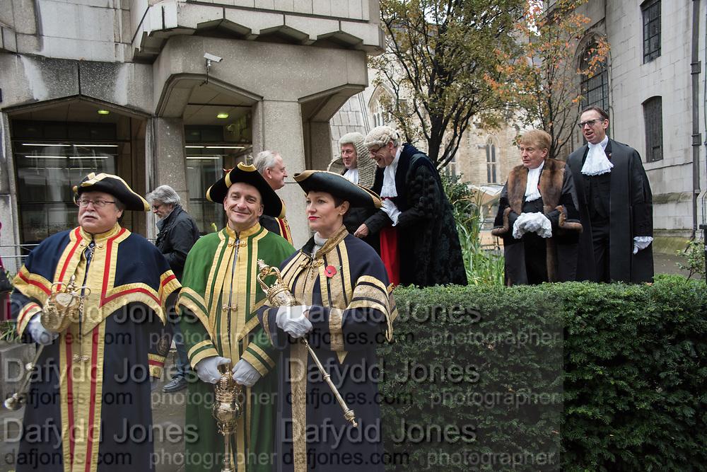 WARDE BEADLES IN FRONT OF NICHOLAS HILLIARD, JOHN BARRADELL RECORDER, TOWN CLERK, DR. PETER KANE, CHAMBERLAIN, COMPTROLLER, Lord Mayor's show London. 11 November 2017.