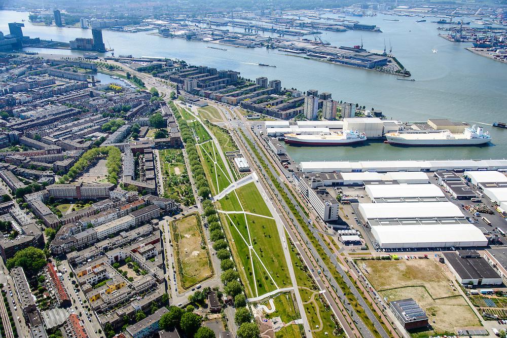 Nederland, Zuid-Holland, Rotterdam, 10-06-2015; Tussendijken - Bospolder, met tussen Hudsonstraat (met bomen)  en Vierhavensstraat het Dakpark. Voormalig rangeerterrein, nu park bovenop winkelboulevard (Bigshops Dakpark). IJselhaven, Nieuwe Maas en Waalhaven in het verschiet.<br /> Dakpark (roof park), former yard, now park on top of shopping boulevard. Old harbours.<br /> luchtfoto (toeslag op standard tarieven);<br /> aerial photo (additional fee required);<br /> copyright foto/photo Siebe Swart
