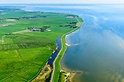 Nederland, Friesland, Súdwest-Fryslân, 07-05-2018; <br /> De Roode Klif nabij Warns, keileemwand ten zuidoosten van Stavoren.<br /> Coastal cliffs.<br /> luchtfoto (toeslag op standard tarieven);<br /> aerial photo (additional fee required);<br /> copyright foto/photo Siebe Swart