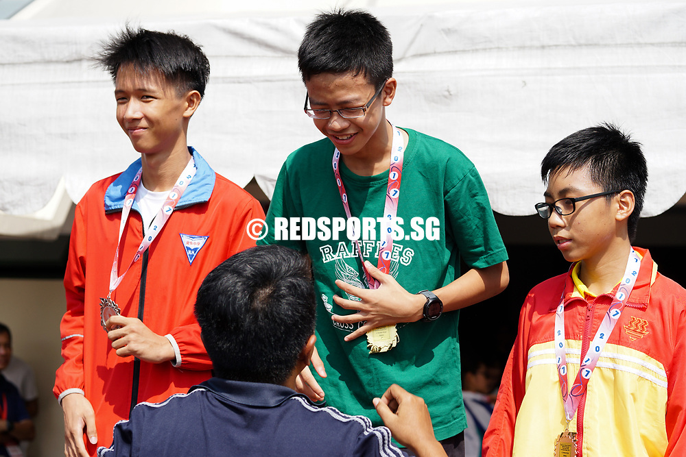 Bishan Stadium, Thursday, April 20, 2017 — Three seconds were all that separated Raffles Institution's Sean Tay and Nan Hua High School's Lim Yu Zhe at the cross country nationals a month ago. The gap came down to 0.06 second between the two boys in the C Division 3000m race at the 58th National Schools Track and Field Championships. Story: https://www.redsports.sg/2017/04/21/c-div-3000m-ris-sean-tay-outlunges-nan-hua-foe-cedars-kylie-tan-adds-to-cross-country-crown/