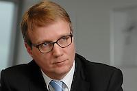 09 JAN 2007, BERLIN/GERMANY:<br /> Ronald Pofalla, CDU Generalsekretaer, waehrend einem Interview, in seinem Buero, CDU Bundesgeschaeftsstelle<br /> IMAGE: 20070109-01-018