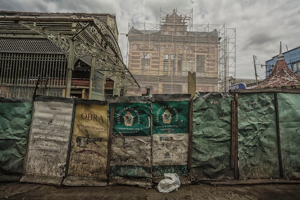 Brazil, Amazonas, rio Negro, Manaus. <br /> <br /> Mercado municipal, halle du marche construite d'apr&egrave;s les plans de Gustave Eiffel en 1882. En 2010 Manaus constitue le troisi&egrave;me pole industriel du pays. La municipalite organise la restauration du marche pour accueillir la prochaine coupe du monde de football.