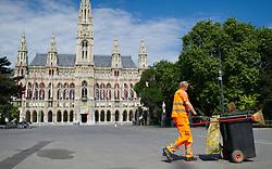 THEMENBILD - Wiener Rathausplatz mit Rathaus. Das Rathaus ist der Sitz des Bürgermeisters und Landeshauptmanns von Wien. Im Oktober finden die Landtagswahlen und Gemeinderatswahlen statt.Aufgenommen am 02.06.2015 in Wien, Österreich // Cityhall of Vienna. The Cityhall of Vienna serves the seat of mayor and city council of vienna. Austria on 2015/06/02. EXPA Pictures © 2015, PhotoCredit: EXPA/ Michael Gruber