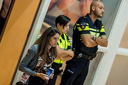 19-08-2017 NED: Oefeninterland Nederland - Italië, Apeldoorn<br /> De Nederlandse volleybal mannen spelen hun tweede oefeninterland van twee in Topsporthal De Voorwaarts tegen Italie als laatste voorbereiding op het EK in Polen / Pers, VIP, Veva, politie, beveiliging