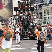 NLD/Leeuwarden/20180818 - De Reuzen van Royal de Luxe trekken door Leeuwarden, De Xolo