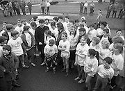 First All-Traveller Mini Marathon.    (R53)..1987..05.04.1987..04.05.1987..5th April 1987..Today saw the running of the first All-Traveller Mini Marathon in aid of Trocaire the World Aid Agency. The race was run over a 10k course in the Phoenix Park, Dublin. Bishop Eamon Casey a patron of the charity was on hand to lend support...The runners are pictured at the assembly point in the Phoenix Park, with Bishop Eamon Casey, as they prepare to start the race.