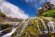 Long exposure picture of trickling water and waterfall at Iceland | Bilde med lang eksponering av sildrende vann og foss på Island