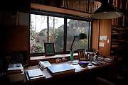 (En) Tokyo, November 2009 - In the house of Japanese writer Akira Yoshimura, near Kichijoji's Inokashira Park. <br /> His office in the garden, where he used to spend 8 hours a day with a fix timetable.<br /> <br /> (Fr) Dans la maison de l'&eacute;crivain japonais Akira Yoshimura, pr&egrave;s du parc Inokashira dans le quartier de Kichijoji. <br /> Le bureau de travail dans le jardin o&ugrave; il passait 8h par jour &agrave; horaires fixes. La veuve de l'auteur a c&eacute;d&eacute; le batiment a un mus&eacute;e apr&egrave;s sa mort, mais le mus&eacute;e souhaite se l'approprier des a present.