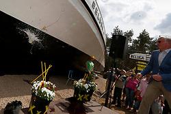 Mit der Errichtung des Greenpeace-Schiffes Beluga als Mahnmal vor dem Salzstock Gorleben protestieren rund 30 Greenpeace-Aktivisten im Mai 2013 gegen die verfehlte Endlagerpolitik der Bundesregierung. Für ihre letzte Reise wurde das rund 24 Meter lange und über 30 Tonnen schwere Schiff zerlegt und mit einem LKW-Konvoi ins Wendland transportiert, wo die Teile wieder zusammen gesetzt wurden.