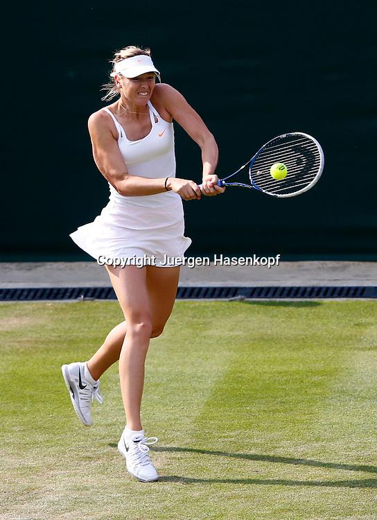 Wimbledon Championships 2013, AELTC,London,<br /> ITF Grand Slam Tennis Tournament,<br /> Maria Sharapova (RUS),Aktion,Einzelbild,<br /> Ganzkoerper,Hochformat,von oben,