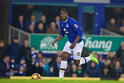 LIVERPOOL, ENGLAND - Tuesday, December 13, 2016: Everton's Romelu Lukaku in action against Arsenal during the FA Premier League match at Goodison Park. (Pic by David Rawcliffe/Propaganda)