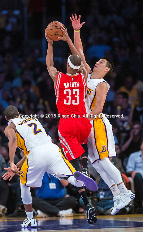 Los Angeles Lakers guard Jeremy Lin (17) defends Houston Rockets  guard Corey Brewer (33) during their NBA game at Staples Center in Los Angeles, California on January 25, 2015 . Rockets defeated Lakers 99-87. (Photo by Ringo Chiu/PHOTOFORMULA.com)