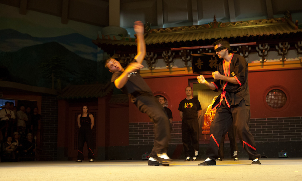 Si-fu performs on stage.