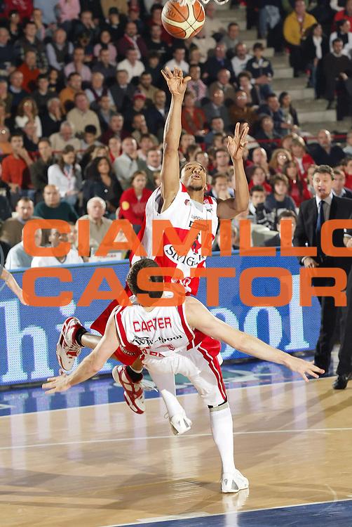 DESCRIZIONE : Varese Lega A1 2006-07 Whirlpool Varese Siviglia Wear Teramo<br /> GIOCATORE : Grundy<br /> SQUADRA : Siviglia Wear Teramo<br /> EVENTO : Campionato Lega A1 2006-2007 <br /> GARA : Whirlpool Varese Siviglia Wear Teramo<br /> DATA : 12/11/2006 <br /> CATEGORIA : Tiro<br /> SPORT : Pallacanestro <br /> AUTORE : Agenzia Ciamillo-Castoria/G.Cottini<br /> Galleria : Lega Basket A1 2006-2007 <br /> Fotonotizia : Varese Campionato Italiano Lega A1 2006-2007 Whirlpool Varese Siviglia Wear Teramo<br /> Predefinita :