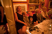 KATE MOSS; LUCIAN FREUD; GWYNETH PALTROW, Dinner hosted by Elizabeth Saltzman for Mario Testino and Kate Moss. Mark's Club. London. 5 June 2010. -DO NOT ARCHIVE-© Copyright Photograph by Dafydd Jones. 248 Clapham Rd. London SW9 0PZ. Tel 0207 820 0771. www.dafjones.com.