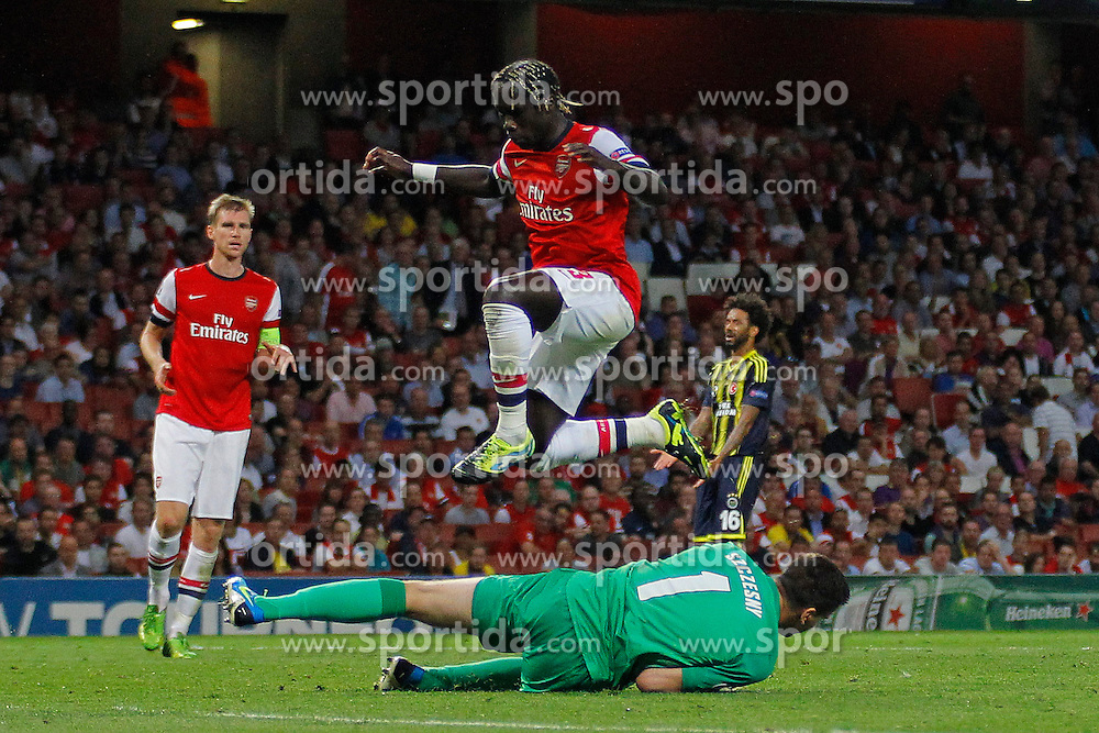 27.08.2013, Emirates Stadion, London, ENG, UEFA CL Qualifikation, FC Arsenal vs Fenerbahce Istanbul, Rueckspiel, im Bild Arsenal's Wojciech Szczesny saves a shot as Arsenal's Bacary Sagna jumps up to avoid a colission during the UEFA Champions League Qualifier second leg match between FC Arsenal and Fenerbahce Istanbul at the Emirates Stadium, United Kingdom on 2013/08/27. EXPA Pictures &copy; 2013, PhotoCredit: EXPA/ Mitchell Gunn<br /> <br /> ***** ATTENTION - OUT OF GBR *****