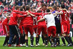 01.05.2010, Allianz Arena, Muenchen, GER, 1. FBL, FC Bayern Muenchen vs Vfl Bochum, im Bild  Dei Bayern feiern nach dem Spiel, EXPA Pictures © 2010, PhotoCredit: EXPA/ nph/  Straubmeier / SPORTIDA PHOTO AGENCY