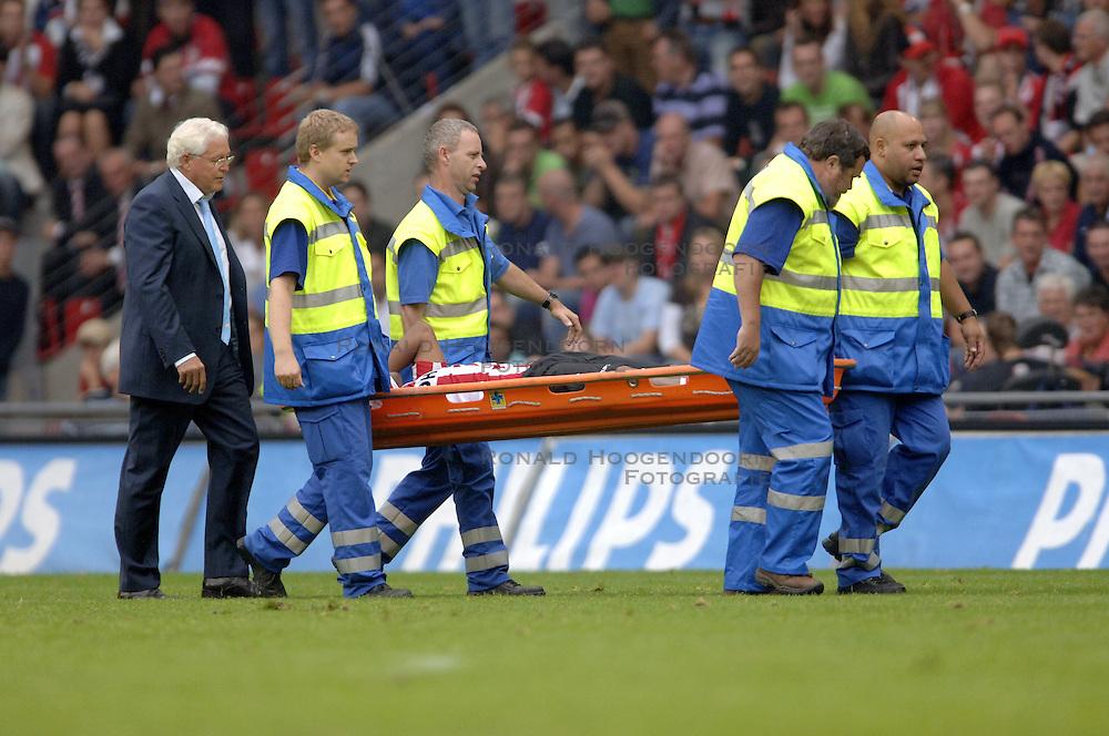 17-09-2006 VOETBAL: PSV - FEYENOORD: EINDHOVEN <br /> PSV verslaat in eigen huis Feyenoord met 2-1 / Jefferson Farfan<br /> &copy;2006-WWW.FOTOHOOGENDOORN.NL