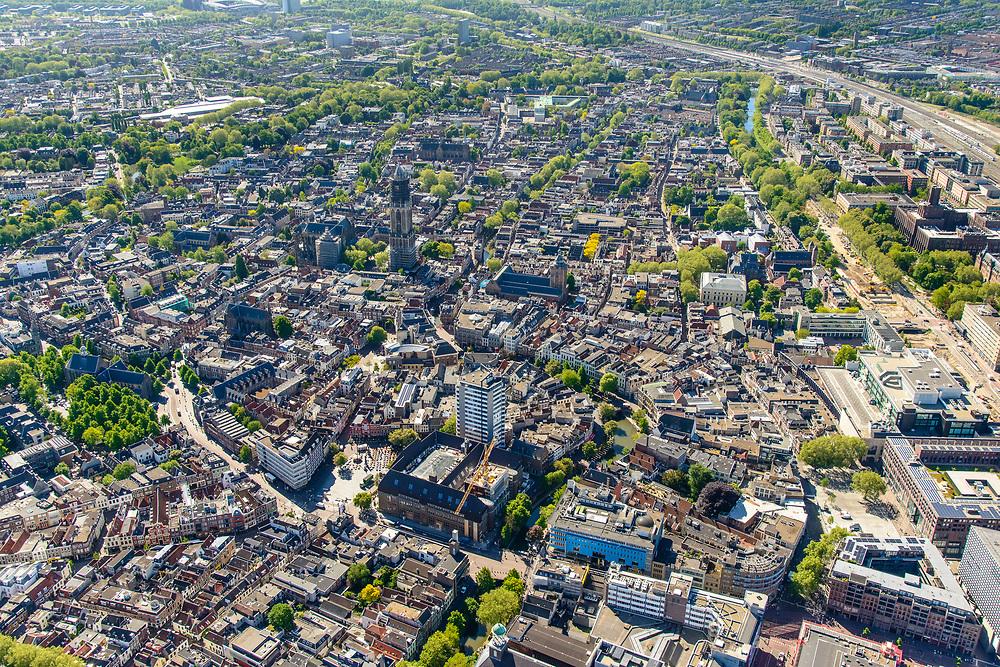 Nederland, Utrecht, Utrecht, 13-05-2019; overzicht centrum Utrecht met Neude, Dom en Domtoren in de achtergrond.<br /> Utrecht city center.<br /> luchtfoto (toeslag op standard tarieven);<br /> aerial photo (additional fee required);<br /> copyright foto/photo Siebe Swart