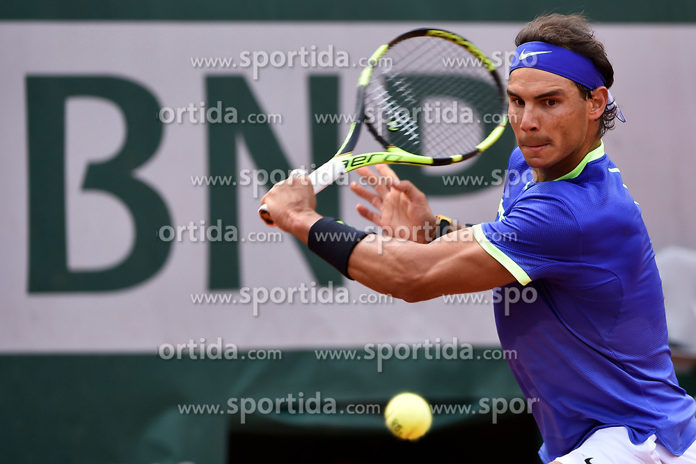 04.06.2017, Roland Garros, Paris, FRA, ATP Tour, French Open, im Bild Rafael Nadal (ESP) // Rafael Nadal (ESP) during the French Open Tournament of the ATP Tour at the Roland Garros in Paris, France on 2017/06/04. EXPA Pictures © 2017, PhotoCredit: EXPA/ Vianney Thibaut