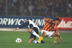 VLADIKAVKAZ, RUSSIA - Tuesday, September 12, 1995: Liverpool's Steve Harkness in action against FC Alania Spartak Vladikavkaz during the UEFA Cup 1st Round 1st Leg match at Republican Spartak Stadium. (Photo by David Rawcliffe/Propaganda)