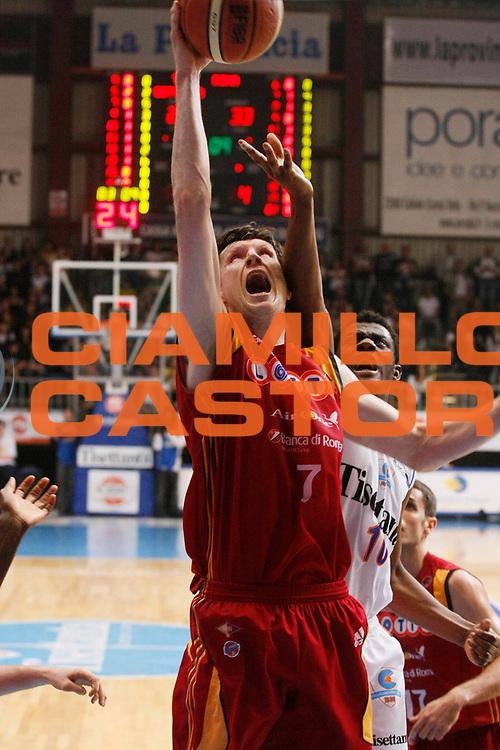 DESCRIZIONE : Cantu Lega A1 2007-08 Playoff Quarti di Finale Gara 4 Tisettanta Cantu Lottomatica Virtus Roma <br /> GIOCATORE : Gregor Fucka<br /> SQUADRA : Lottomatica Virtus Roma <br /> EVENTO : Campionato Lega A1 2007-2008 <br /> GARA : Tisettanta Cantu Lottomatica Virtus Roma <br /> DATA : 17/05/2008 <br /> CATEGORIA : Tiro<br /> SPORT : Pallacanestro <br /> AUTORE : Agenzia Ciamillo-Castoria/G.Cottini<br /> Galleria : Lega Basket A1 2007-2008 <br /> Fotonotizia : Cantu Campionato Italiano Lega A1 2007-2008 Playoff Quarti di Finale Gara 4 Tisettanta Cantu Lottomatica Virtus Roma <br /> Predefinita :