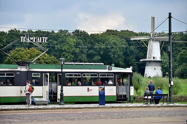 Nederland, Arnhem, 21-8-2014Nederlands Openluchtmuseum. De Zaanse Schans, oud Hollandse bouwkunst. Tram,trammetje,retFoto: Flip Franssen/Hollandse Hoogte