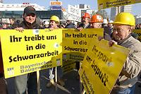 07 NOV 2002, BERLIN/GERMANY:<br /> Demonstraten mit Schildern, Demonstration gegen die Kuerzung der Eigenheimzulage, am Startpunkt Alexanderplatz<br /> IMAGE: 20021107-01-009<br /> KEYWORDS: Demo, Bau, Baugewerbe, Kürzung, Demostrant, demonstrator, Subventionen