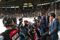 KELOWNA, CANADA - SEPTEMBER 22:  Jason Smith, head coach of the Kelowna Rockets stands on the bench and speaks to referee Ward Pateman against the Kamloops Blazers on September 22, 2018 at Prospera Place in Kelowna, British Columbia, Canada.  (Photo by Marissa Baecker/Shoot the Breeze)  *** Local Caption ***