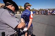 De groepsfoto op zaterdag, de laatste racedag. In Battle Mountain (Nevada) wordt ieder jaar de World Human Powered Speed Challenge gehouden. Tijdens deze wedstrijd wordt geprobeerd zo hard mogelijk te fietsen op pure menskracht. De deelnemers bestaan zowel uit teams van universiteiten als uit hobbyisten. Met de gestroomlijnde fietsen willen ze laten zien wat mogelijk is met menskracht.<br /> <br /> In Battle Mountain (Nevada) each year the World Human Powered Speed Challenge is held. During this race they try to ride on pure manpower as hard as possible.The participants consist of both teams from universities and from hobbyists. With the sleek bikes they want to show what is possible with human power.