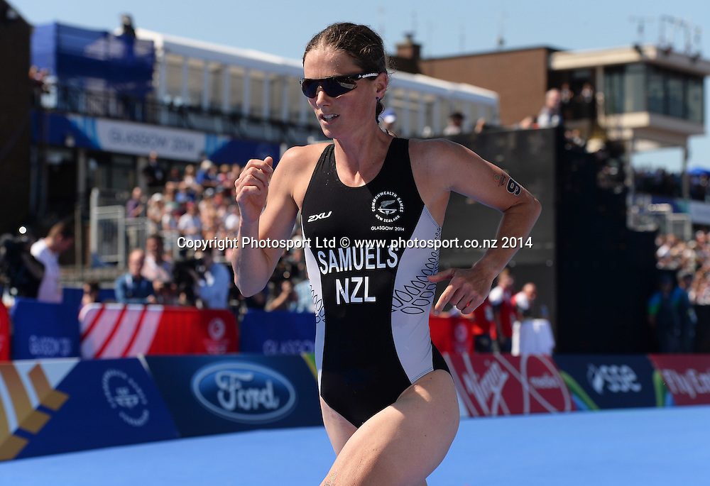 Nicky Samuels in action during the Women's Triathlon at Strathclyde Country Park. Glasgow Commonwealth Games 2014. Monday 24 July 2014. Scotland. Photo: Andrew Cornaga/Photosport.co.nz