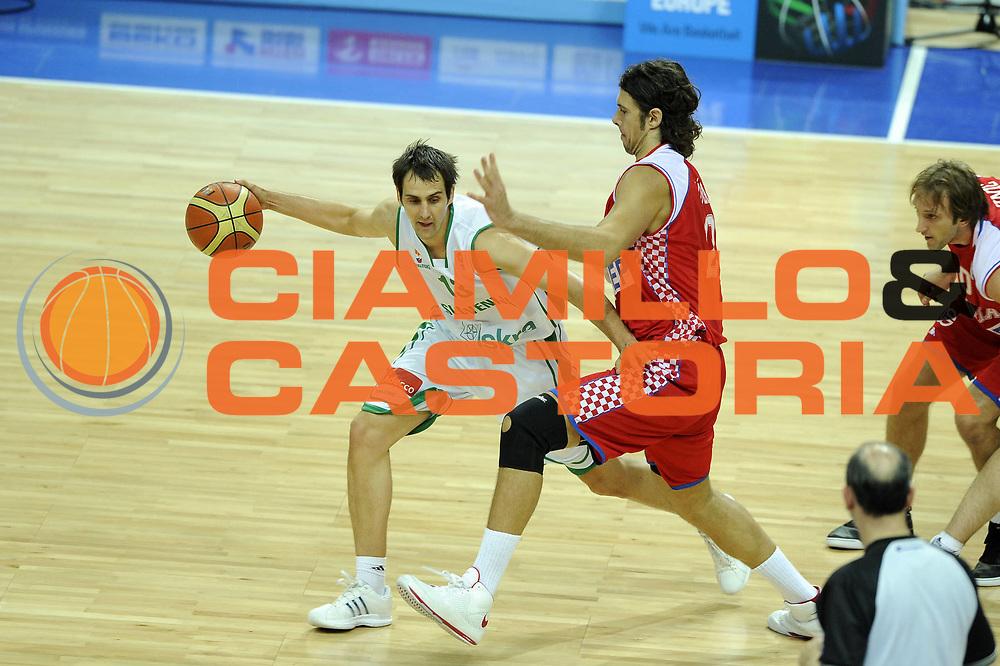 DESCRIZIONE : Katowice Poland Polonia Eurobasket Men 2009 Quarter Final Slovenia Croazia Slovenia Croatia<br /> GIOCATORE : Domen Lorbek<br /> SQUADRA : Slovenia<br /> EVENTO : Eurobasket Men 2009<br /> GARA : Slovenia Croazia Slovenia Croatia<br /> DATA : 18/09/2009 <br /> CATEGORIA : palleggio<br /> SPORT : Pallacanestro <br /> AUTORE : Agenzia Ciamillo-Castoria/G.Ciamillo<br /> Galleria : Eurobasket Men 2009 <br /> Fotonotizia : Katowice Poland Polonia Eurobasket Men 2009 Quarter Final Slovenia Croazia Slovenia Croatia<br /> Predefinita :
