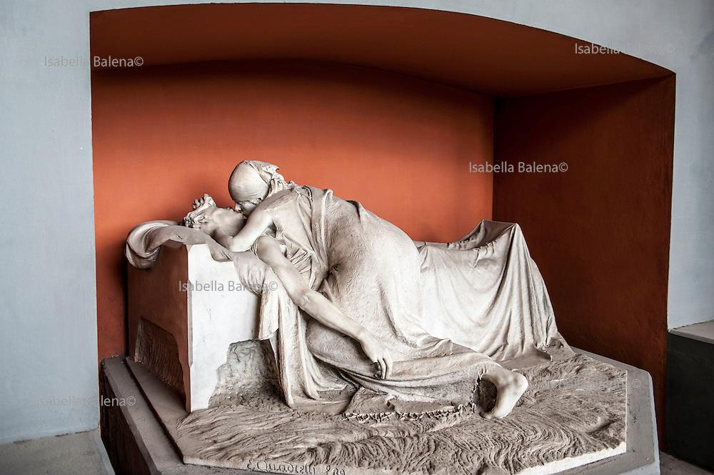 Milano, Lombardia, Italia, Cimitero Monumentale. Monumental Cemetery. Stile Liberty, style. Scultore Emilio Quadrelli sculptor (Milano, 1863 – Milano, 1925) monumento Volonté-Vezzoli.