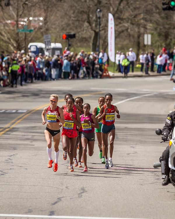 2014 Boston Marathon: Shalane Flanagan leads pack near mid point of race