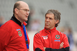 REYKJAVIK, ICELAND - Wednesday, May 28, 2008: Wales' Physiotherapist Mel Pejic (R) and Medical Officer Dr. Mark Ridgewell before the international friendly match against Iceland at the Laugardalsvollur Stadium. (Photo by David Rawcliffe/Propaganda)