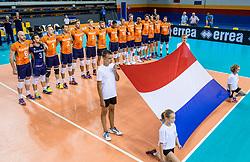 19-08-2017 NED: Oefeninterland Nederland - Italië, Apeldoorn<br /> De Nederlandse volleybal mannen spelen hun tweede oefeninterland van twee in Topsporthal De Voorwaarts tegen Italie als laatste voorbereiding op het EK in Polen / Team Nederland