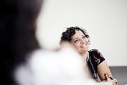 Belo Horizonte_MG, 16 de fevereiro de 2011. .PEGN / Mulheres Empreendedoras..Documentacao do Projeto 10.000 Mulheres do Banco Goldman Sachs teve inicio em 2008 e preve, em 5 anos, investir U$ 100 milhoes na formacao de mulheres empreendedoras de paises em desenvolvimento. No Brasil, a Fundacao Dom Cabral e a responsavel pelo projeto e, 500 mulheres, donas de micro e pequenos negocios foram escolhidas para o programa de gestao empresarial e estruturacao de um plano de negocios. A documentacao fotografica e feita com 5 mulheres que participa do curso em Belo Horizonte...Na foto, Mariane Santos Sampaio, da empresa de confeccao de bolsas, Trama Atelier...Contato:.(31) 3433 5546 / 8832 7631.trama.bolsas@gmail.com.tramabolsas.blogspot.com..Foto: NIDIN SANCHES / NITRO