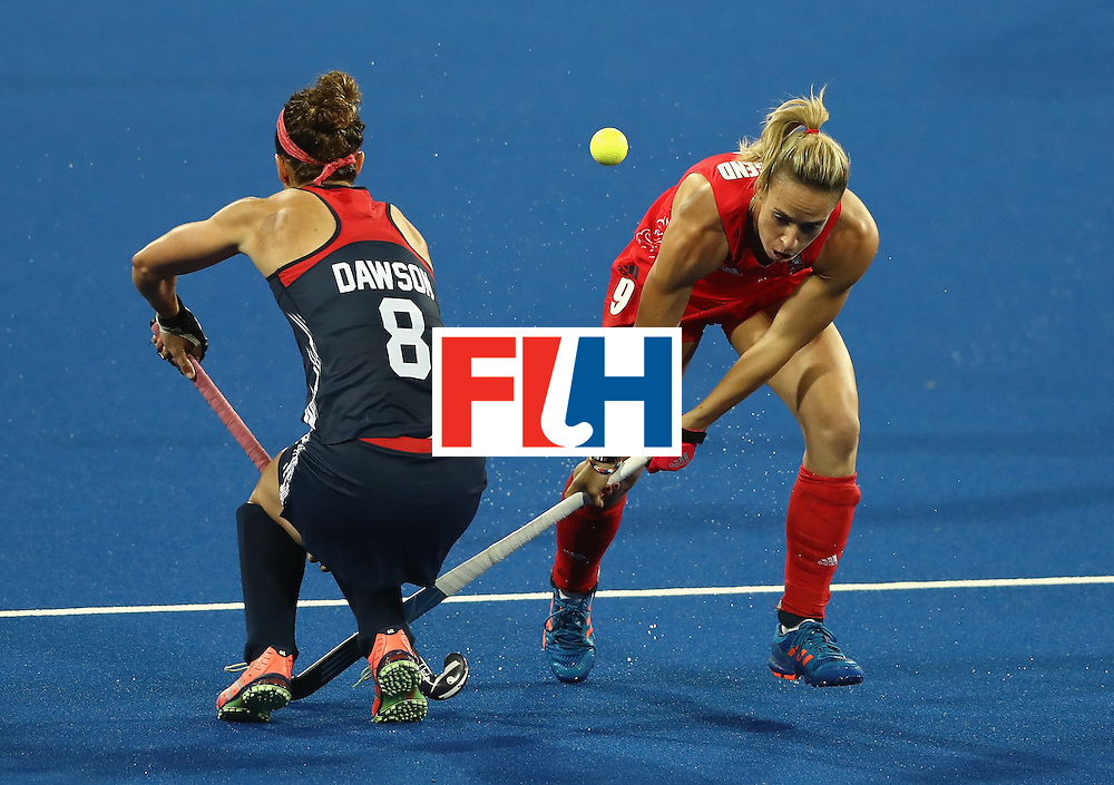 RIO DE JANEIRO, BRAZIL - AUGUST 13:  Susannah Townsend (R) of Great Britain is tackled by Rachel Dawson during the Women's group B hockey match between Great Britain and the USA on Day 8 of the Rio 2016 Olympic Games at the Olympic Hockey Centre on August 13, 2016 in Rio de Janeiro, Brazil.  (Photo by David Rogers/Getty Images)