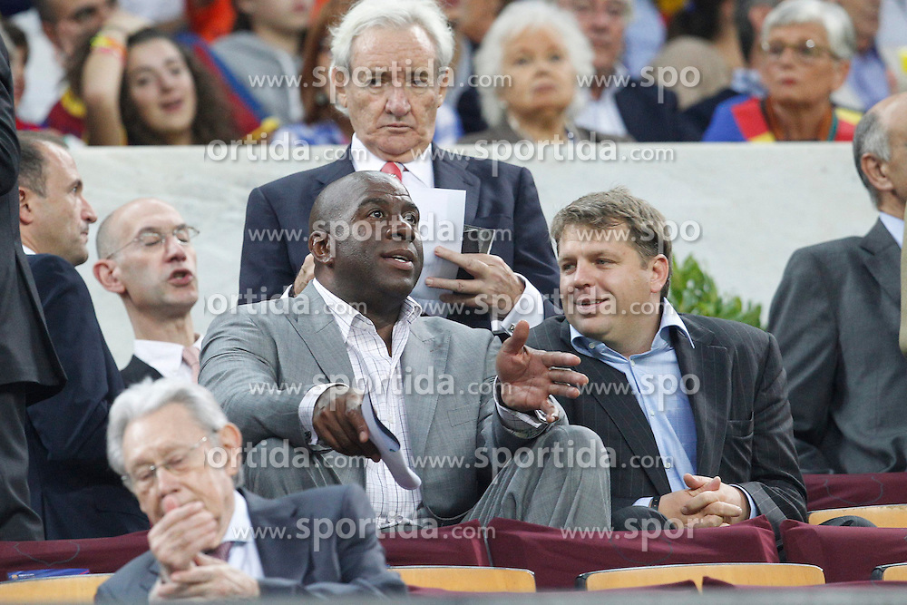 07.10.2012, Camp Nou, Barcelona, ESP, Primera Division, FC Barcelona vs Real Madrid, 7. Runde, im Bild Magic johnson // during during the Spanish Primera Division 7th round match between Barcelona FC and Real Madrid CF at Camp Nou, Barcelona, Spain on 2012/10/07. EXPA Pictures © 2012, PhotoCredit: EXPA/ Alterphotos/ Cesar Cebolla..***** ATTENTION - OUT OF ESP and SUI *****