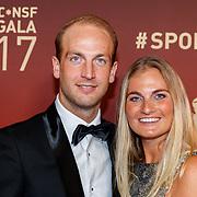 NLD/Amsterdam/20171219 - Inloop NOC/NSF Sportgala 2017, en Claire Corthaus en partner hckeyer Billy Bakker