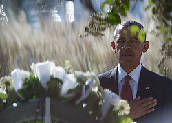 Remember 9/11: US Pr‰sident Barack Obama bei einer Gedenkveranstaltung am Pentagon<br /> <br /> / 110916<br /> <br /> *** U.S President Barack Obama salutes after place a wreath at the Pentagon Memorial at a remembrance ceremony commemorating the 15th anniversary of the 9/11 terrorist attacks at the Pentagon September 11, 2016 in Arlington, Virginia.  ***
