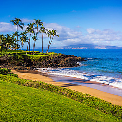 Maui Hawaii Ulua Beach photo in Wailea Makena with Kaho'olawe Island Reserve and the Pacific Ocean. Copyright ⓒ 2019 Paul Velgos with All Rights Reserved.