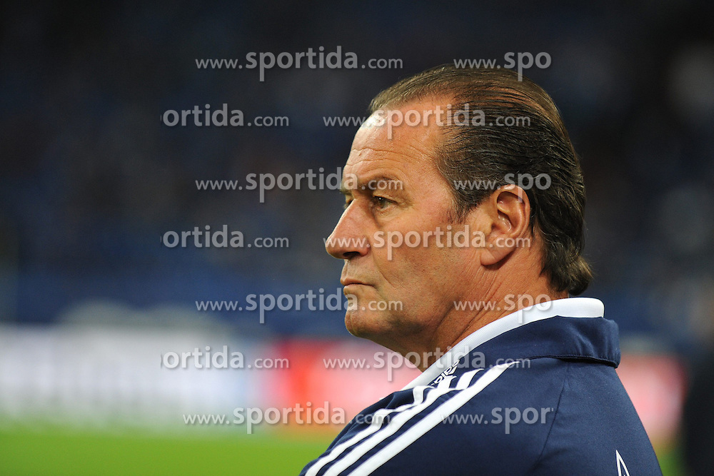 25.09.2012, Veltins Arena, Gelsenkirchen, GER, 1. FBL, Schalke 04 vs 1. FSV Mainz 05, 05. Runde, im Bild Trainer Huub Stevens ( Schalke 04/ Portrait ). // during the German Bundesliga 05th round match between Schalke 04 and 1. FSV Mainz 05 at the Veltins Arena, Gelsenkirchen, Germany on 2012/09/25. EXPA Pictures © 2012, PhotoCredit: EXPA/ Eibner/ Thomas Thienel..***** ATTENTION - OUT OF GER *****
