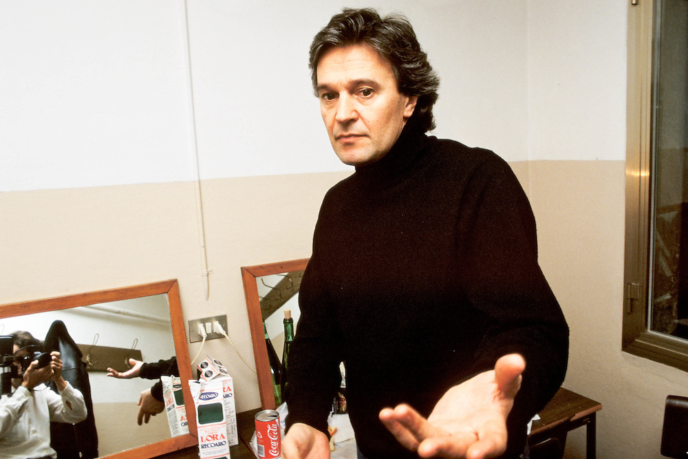 01 FEB 1987 - Mestre (VE) - Teatro Toniolo - John McLaughlin in camerino