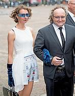 DEN HAAG - Dion Graus met partner arriveert bij de Ridderzaal op Prinsjesdag.
