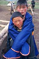 Mongolie, Province d'Arkhangai, enfants nomades. // Mongolia, Arkhangai province, nomads boy.