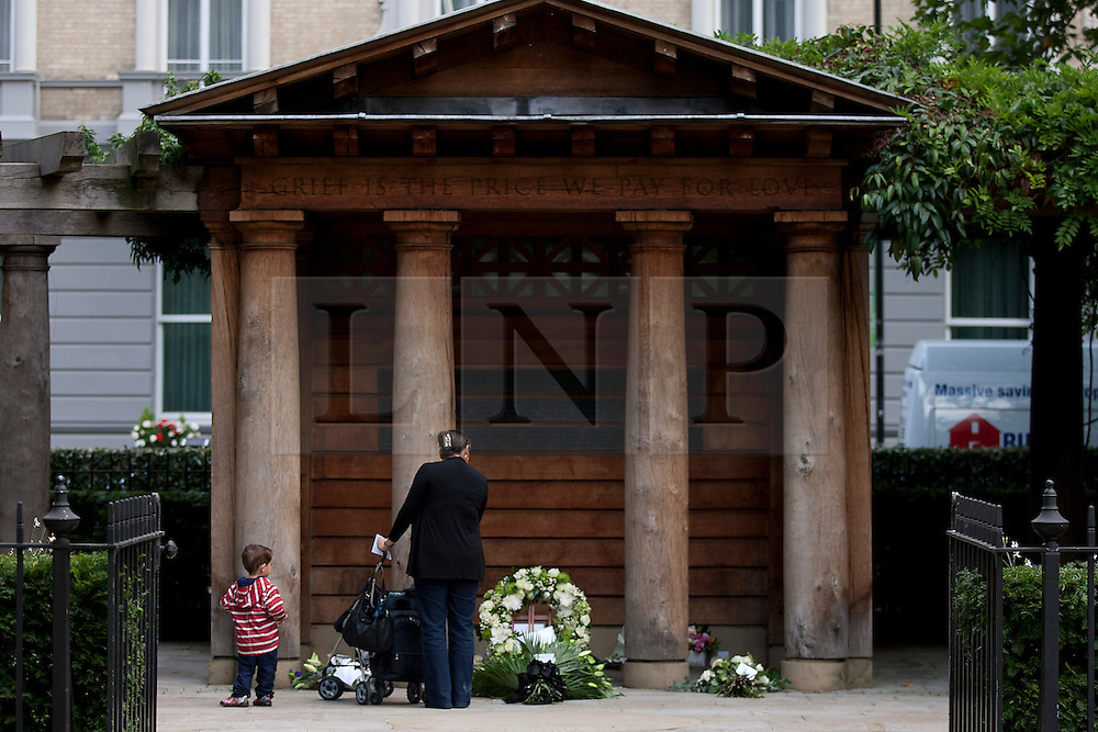 © Licensed to London News Pictures. 11/09/2012. LONDON, UK. A woman and child are seen at the 9/11 memorial in Grosvenor Square, London,  today (11/09/12) on the 11th anniversary of the terrorist attack on the Word Trade Centre in New York. Photo credit: Matt Cetti-Roberts/LNP