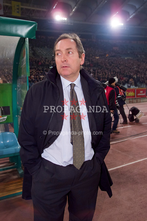 ROME, ITALY - Thursday, February 15, 2001: Liverpool's manager Gerard Houllier before the UEFA Cup 4th Round 1st Leg match against AS Roma at the Stadio Olimpico. (Pic by David Rawcliffe/Propaganda)