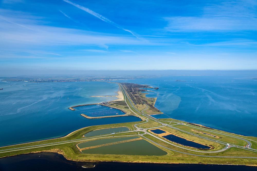 Nederland, Zeeland, Gemeente Schouwen-Duiveland, 01-04-2016; Grevelingendam en Plaat van Oude Tonge, gezien naar Schouwen-Duiveland. Links van de dam het water van het Krammer, rechts  Grevelingenmeer. Beneden in beeld de aanzet van de Philipsdam. De Grevelingendam is onderdeel van de Deltawerken.<br /> The Grevelingendam is part of the Delta Works.<br /> <br /> luchtfoto (toeslag op standard tarieven);<br /> aerial photo (additional fee required);<br /> copyright foto/photo Siebe Swart