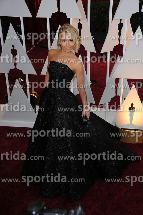 22.02.2015, Dolby Theatre, Hollywood, USA, Oscar 2015, 87. Verleihung der Academy of Motion Picture Arts and Sciences, im Bild Kelly Ripa // attends 87th Annual Academy Awards at the Dolby Theatre in Hollywood, United States on 2015/02/22. EXPA Pictures &copy; 2015, PhotoCredit: EXPA/ Newspix/ PGMP<br /> <br /> *****ATTENTION - for AUT, SLO, CRO, SRB, BIH, MAZ, TUR, SUI, SWE only*****